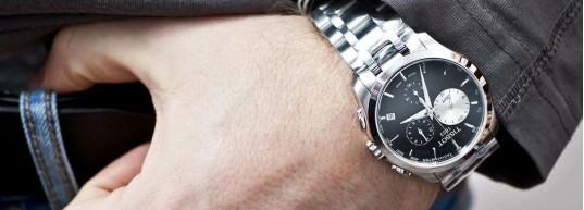 5 швейцарски часовника с двойно часово време GMT