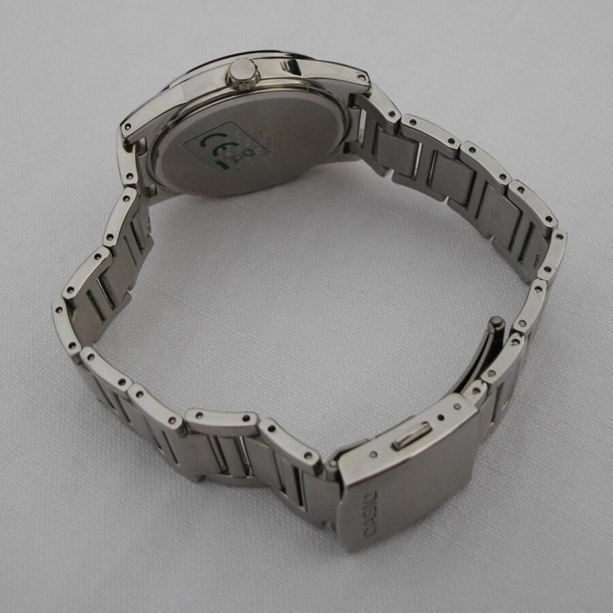 Часовник Casio BEM-111D-1AVEF