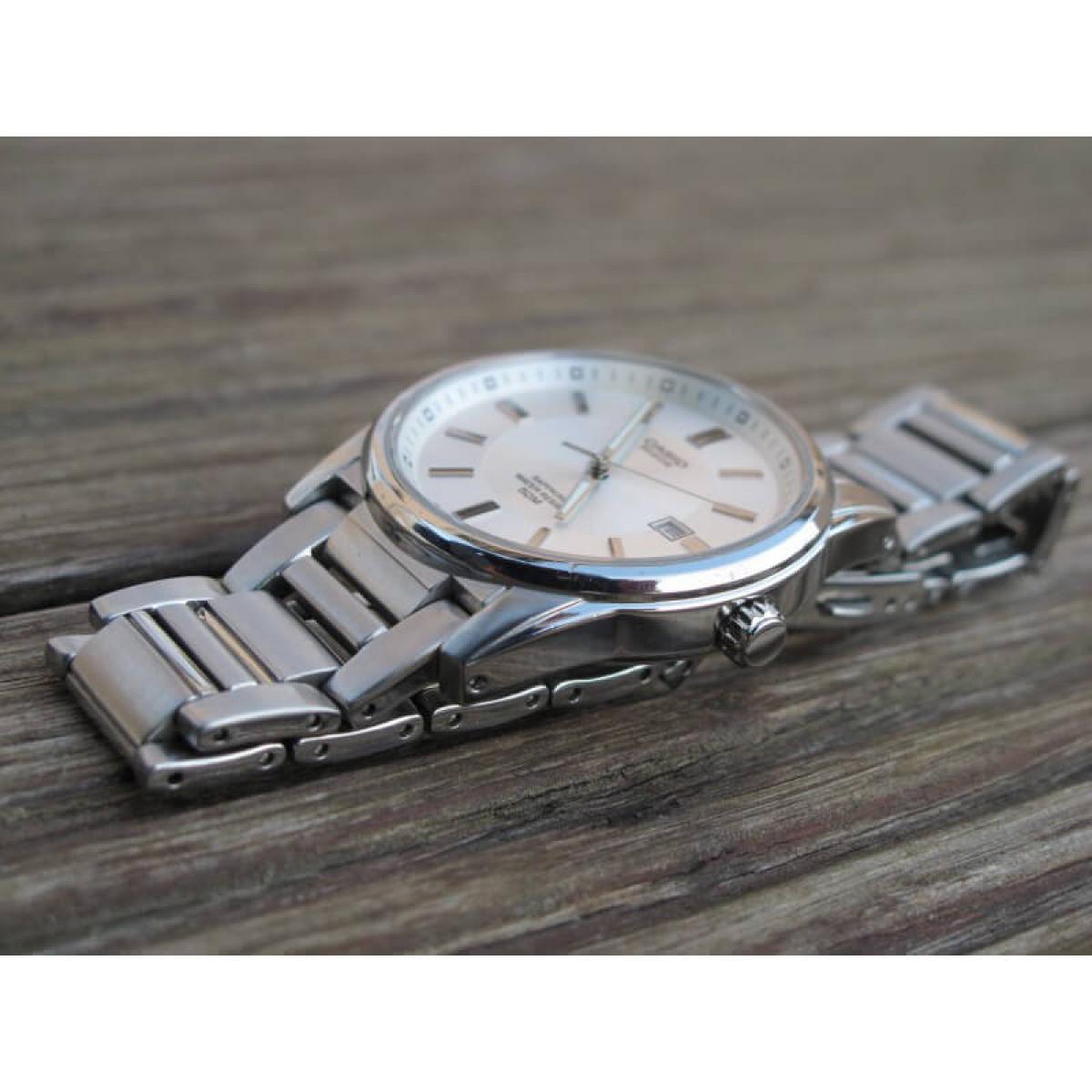 Часовник Casio BEM-111D-7AVEF