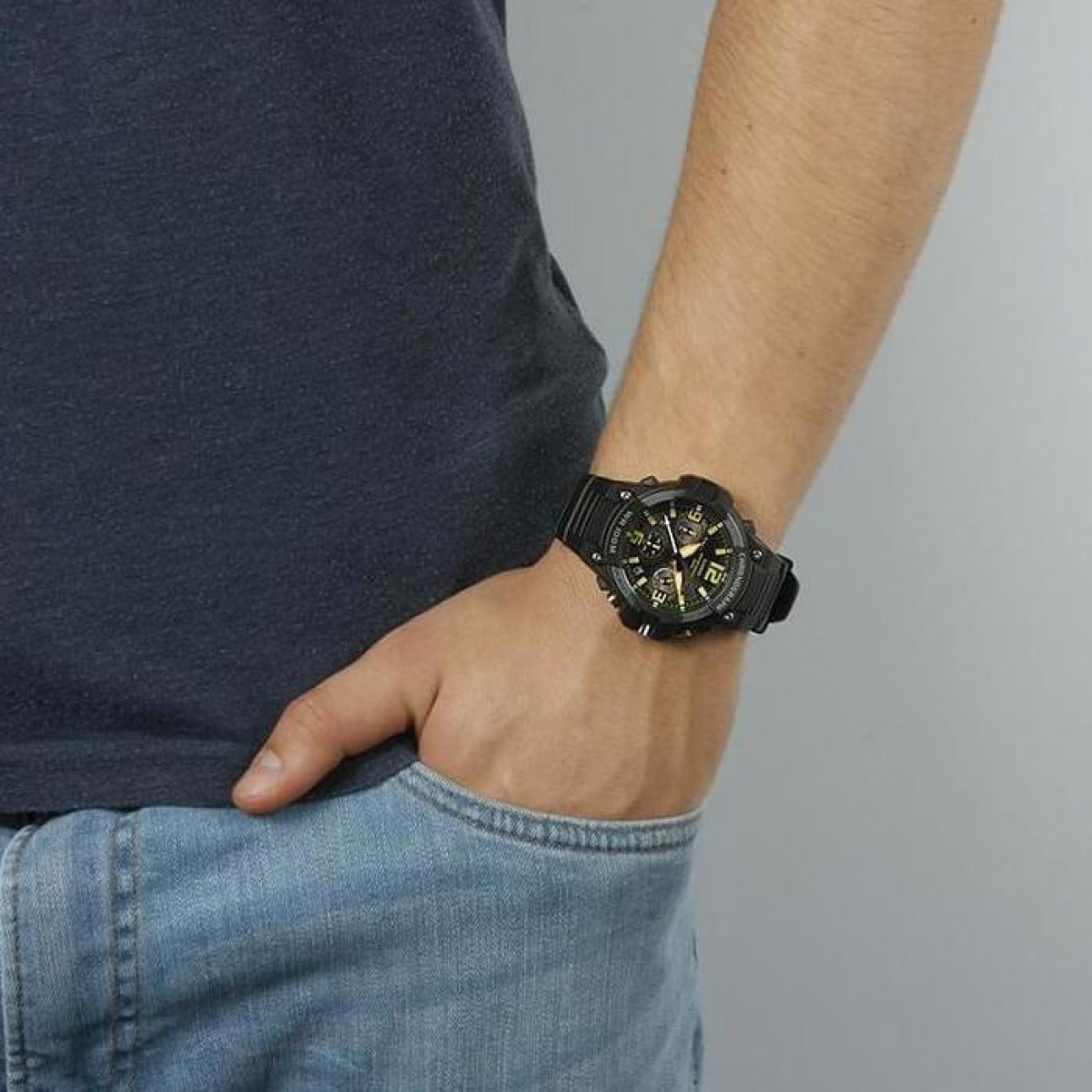 Часовник Casio MCW-100H-9AVEF