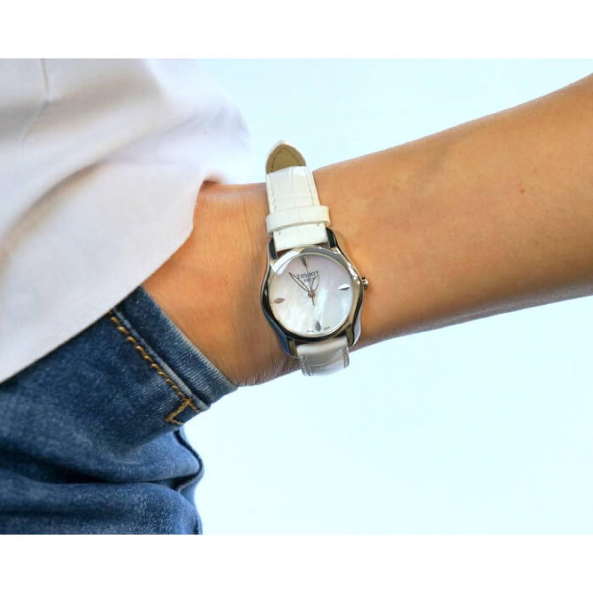 Часовник Tissot T023.210.16.111.00