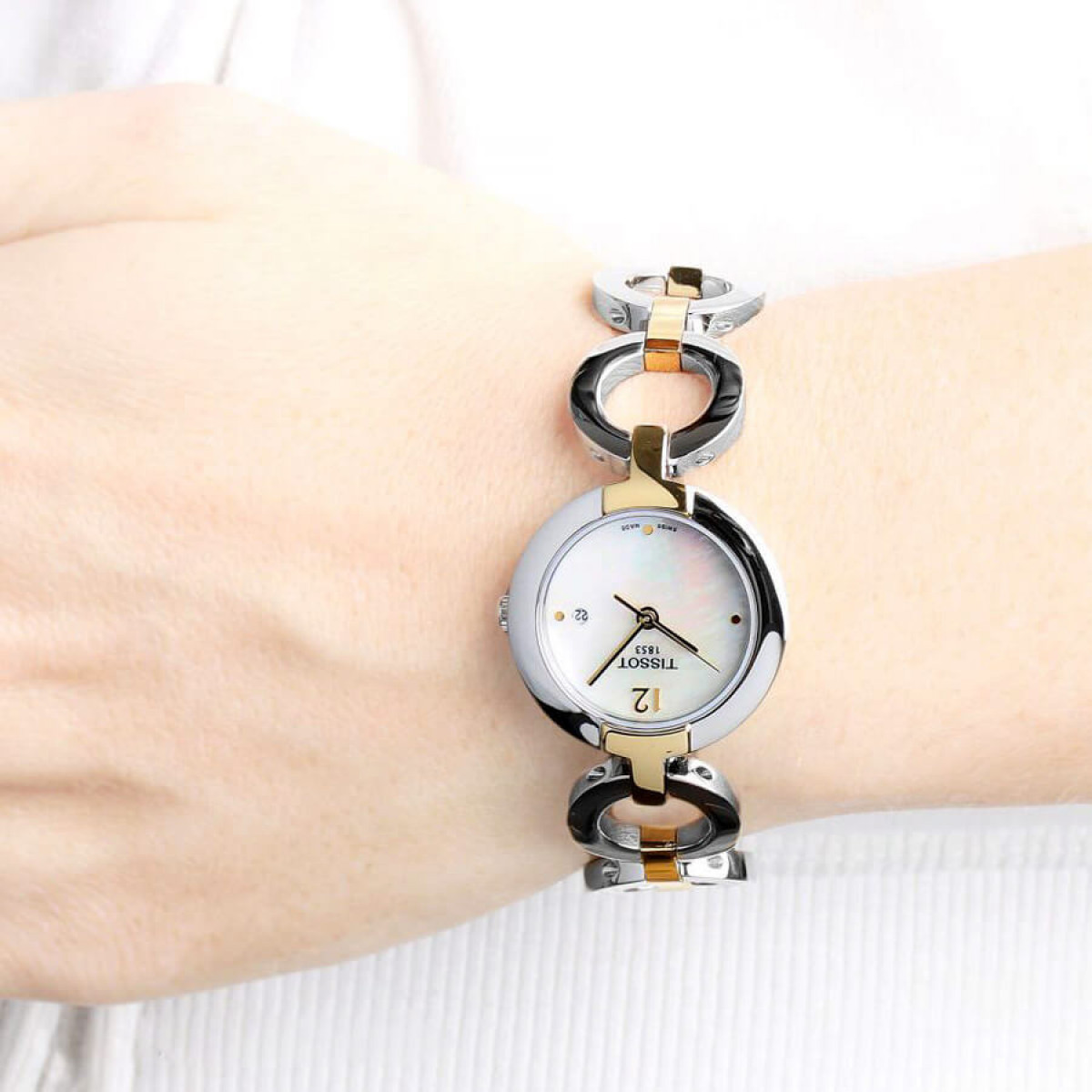 Часовник Tissot T084.210.22.117.00